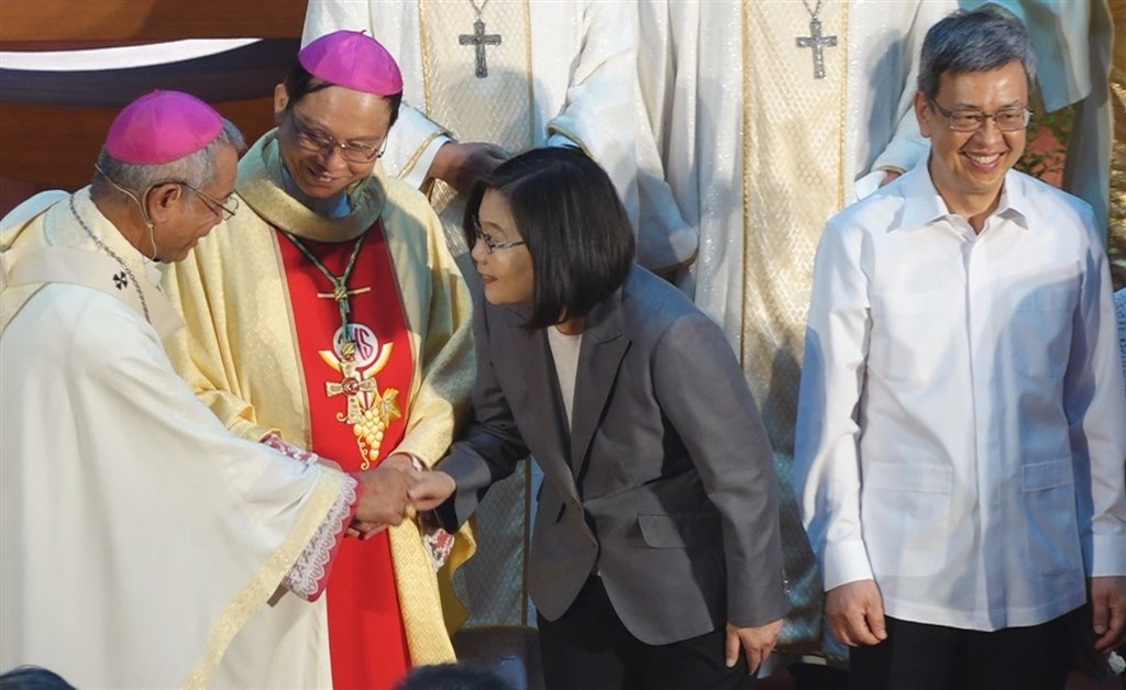 President Tsai Ing-wen (second right) shakes hand with outgoing Taipei Archbishop Hung Shan Chuan while Hung