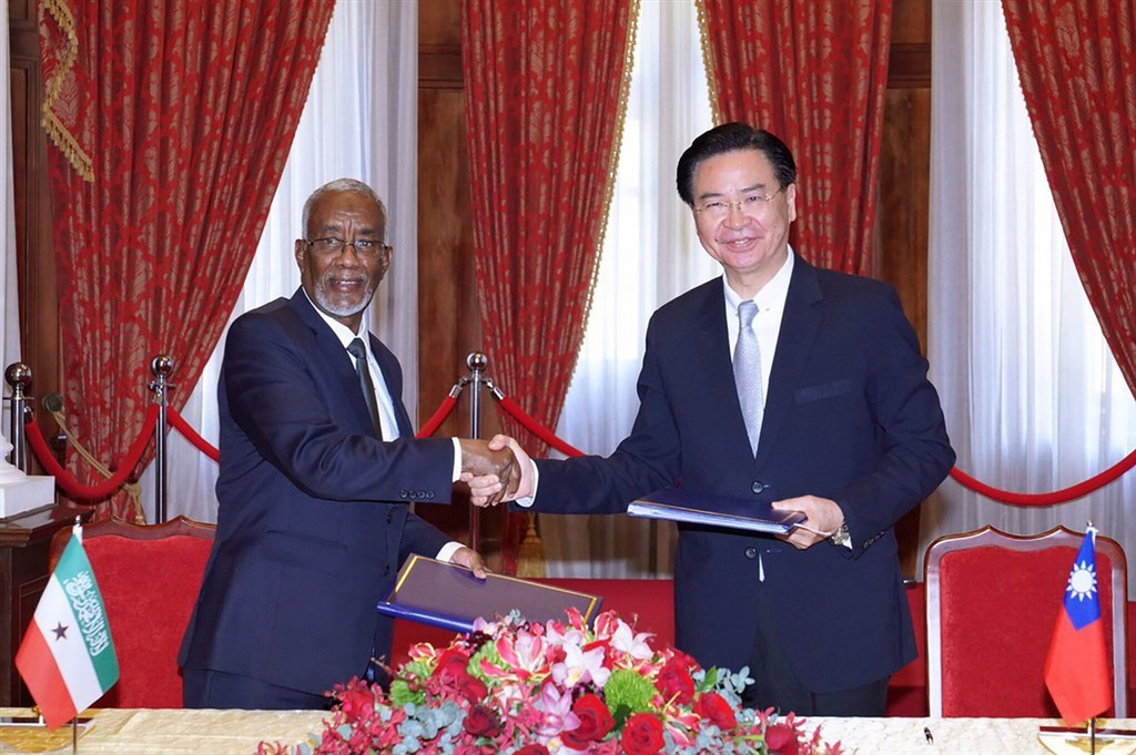 Foreign Minister Joseph Wu (right) and his counterpart from Somaliland, Yasin Hagi Mohamoud shake hands after they signed an agreement for setting up representative offices in the two countries in Taipei in February. / File photo courtesy of the Ministry of Foreign Affairs