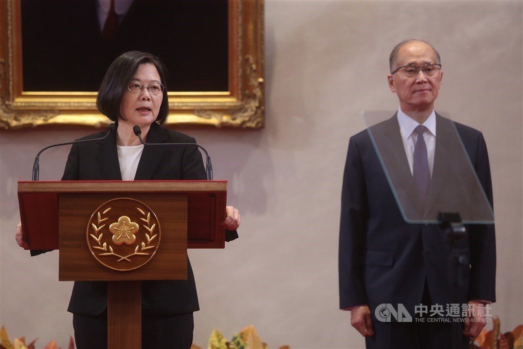 President Tsai Ing-wen (left) and newly named Presidential Office Secretary-General David Lee.