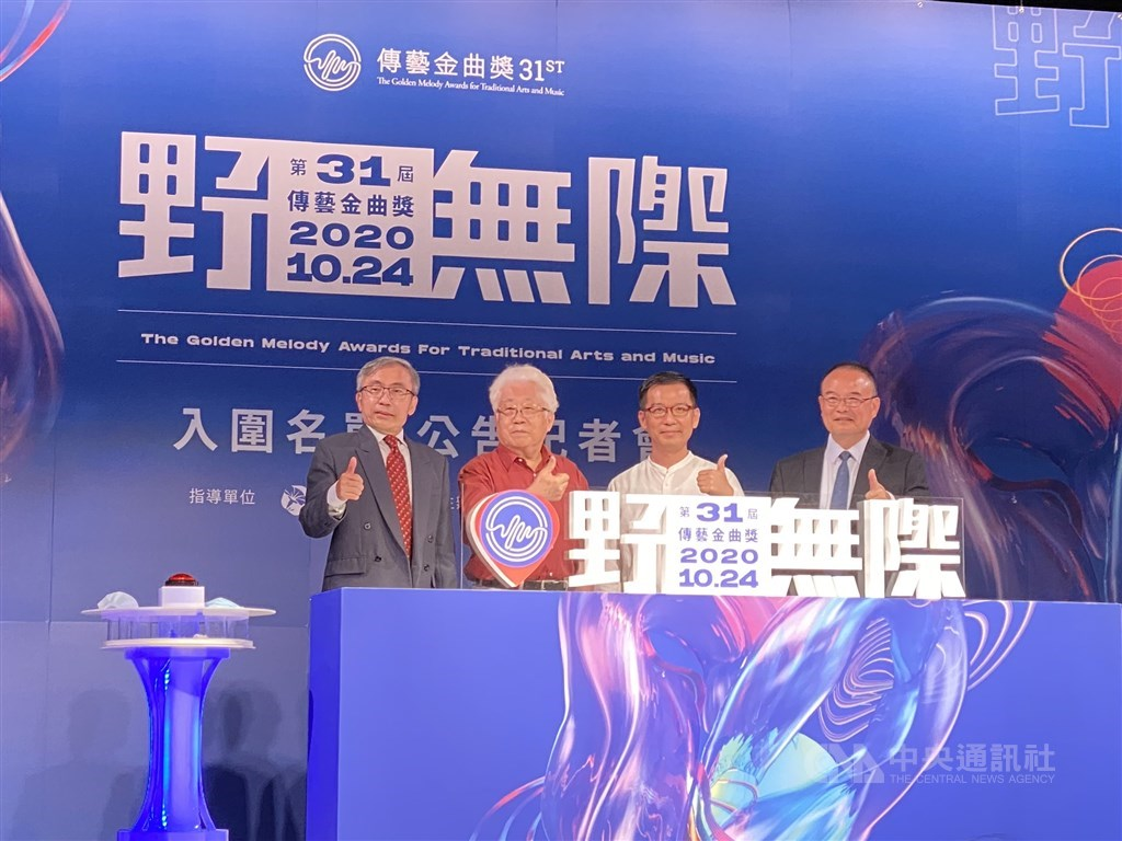 National Center for Traditional Arts Director Chen Chi-ming (陳濟民, left) and Deputy Minister of Culture Hsiao Tsung-huang (蕭宗煌, right) / CNA photo Aug. 11, 2020
