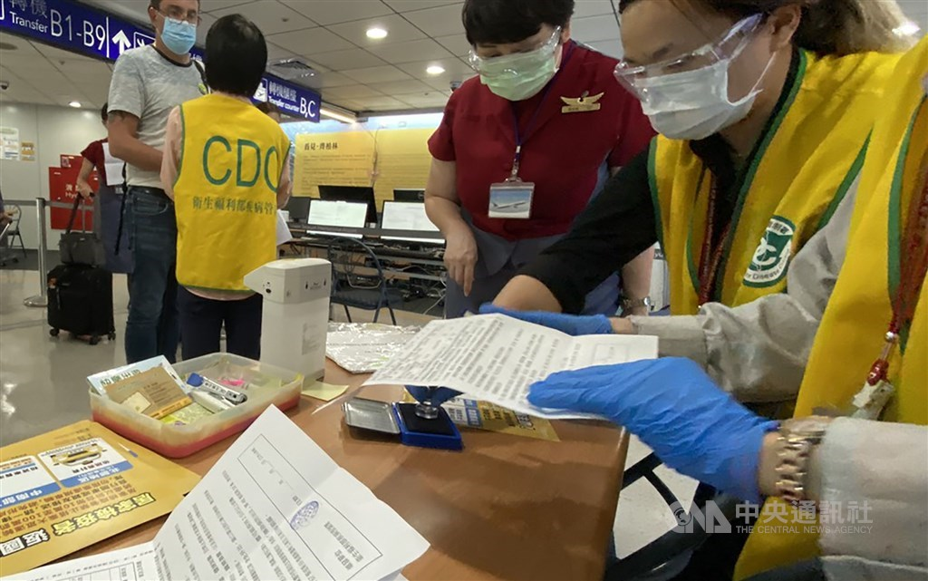 CDC workers who screen passengers at Taiwan Taoyuan International Airport. CNA file photo