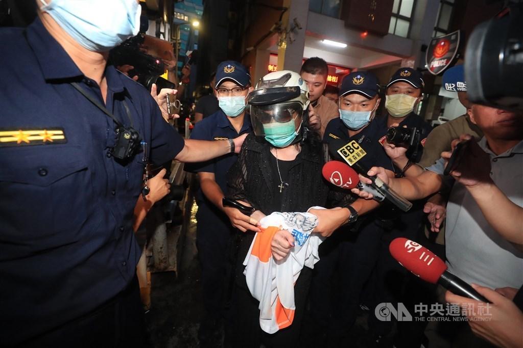 Cheng Hui-chung (center, in helmet). CNA photo Aug. 14, 2020