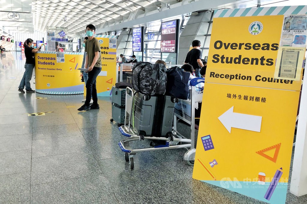 An overseas students reception counter at Taoyuan International Airport/ CNA photo Aug. 24, 2020