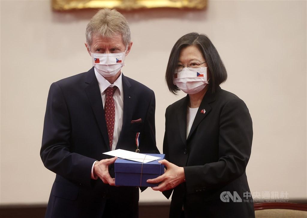 President Tsai Ing-wen (left) and Czech Senate President Miloš Vystrčil. CNA photo Sept. 3, 2020