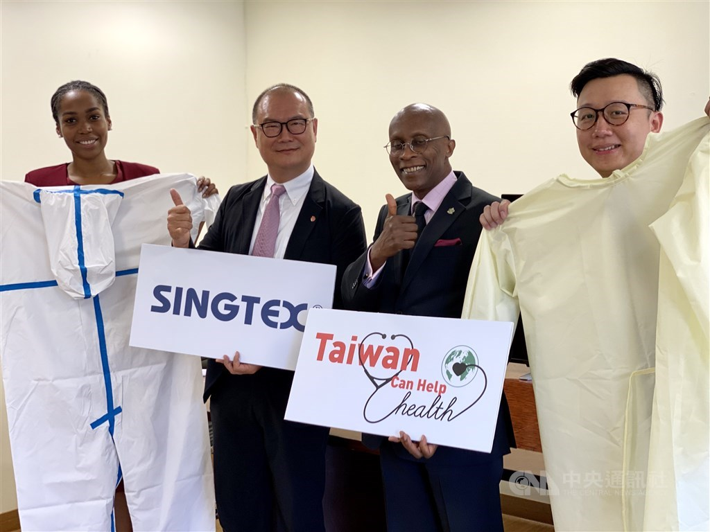 Embassy of Saint Lucia Ambassador Edwin Laurent (second right), G-Fun Industrial Corp. Chairman Jason Chen (陳國欽, second left), and Embassy of Saint Lucia Second Secretary Cleisha-Bernise Springer (left). CNA photo Sept. 16, 2020