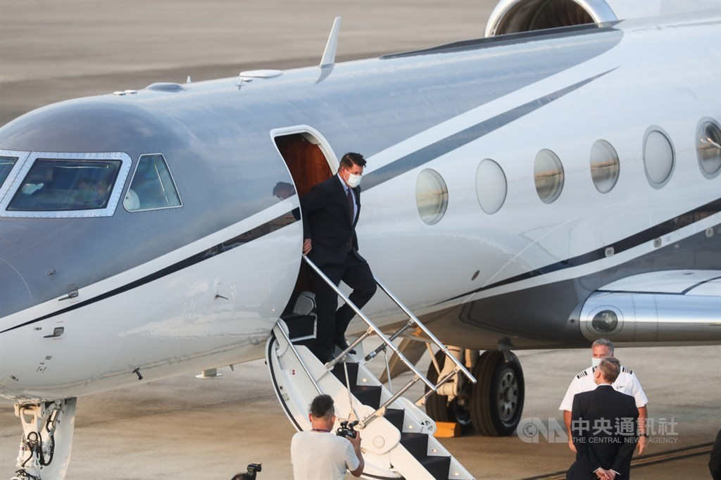 American Under Secretary of State Keith Krach steps off a plane at Songshan Airport/ CNA photo Sept. 17, 2020