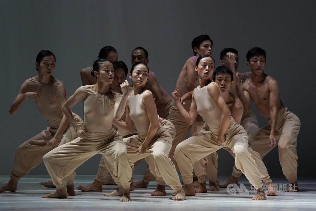 """Cloud Gate Dance Theatre performs """"Sounding Light"""" at a press conference Thursday at the group"""