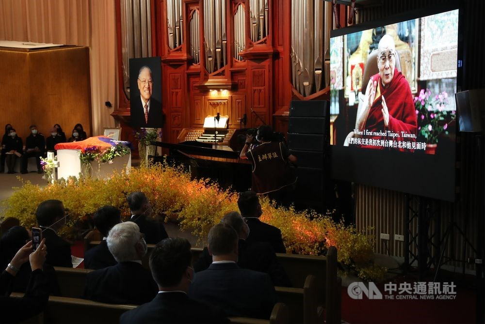 The Dalai Lama sends his tribute to late Taiwan President Lee Teng-hui (李登輝) via a recorded video message on Saturday / CNA photo Sept. 19, 2020