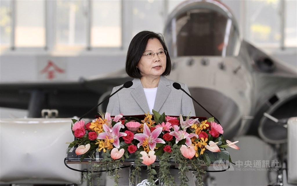 President Tsai Ing-wen speaks when inspecting an Air Force base in Penghu. CNA photo Sept. 22, 2020