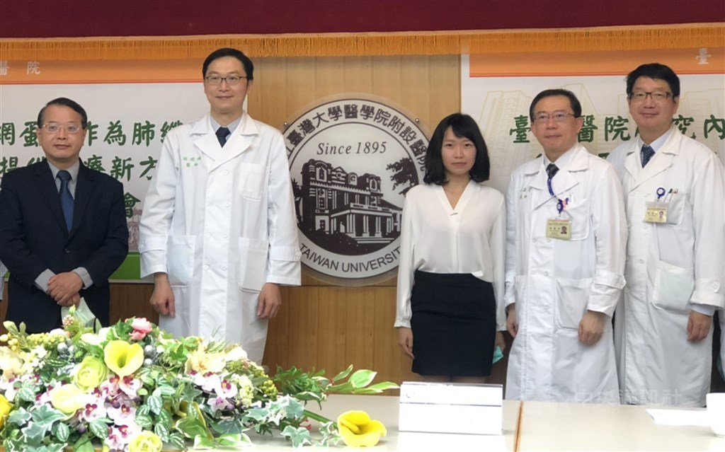 NTUH doctor Yang Kai-chien (second left). CNA photo Sept. 25, 2020