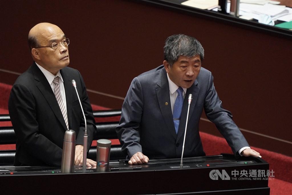 Minister of Health and Welfare Chen Shih-chung (right) and Premier Su Tseng-chang. CNA photo Sept. 25, 2020
