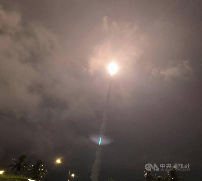 National Chung-shan Institute of Science and Technology fires missiles from Taitung County Thursday
