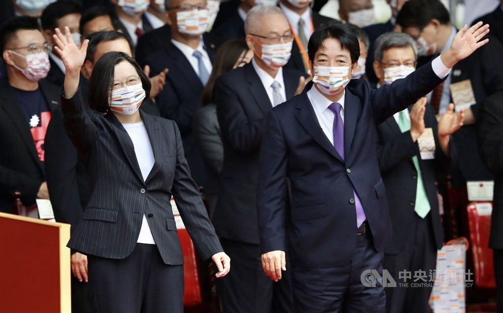 President Tsai Ing-wen (front left) and Vice President Lai Ching-te (front right). CNA photo Oct. 10