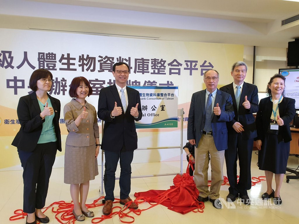 MOHW Vice Minister Shih Chung-liang (石崇良, third left) / CNA photo Oct. 12, 2020