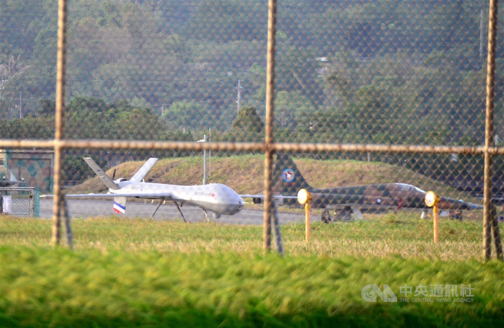 Teng Yun UAV (left). CNA photo Oct. 21, 2020