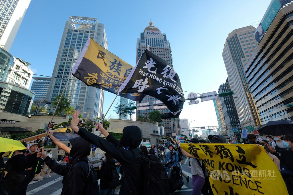 Civic groups march for Hong Kongers detained in China