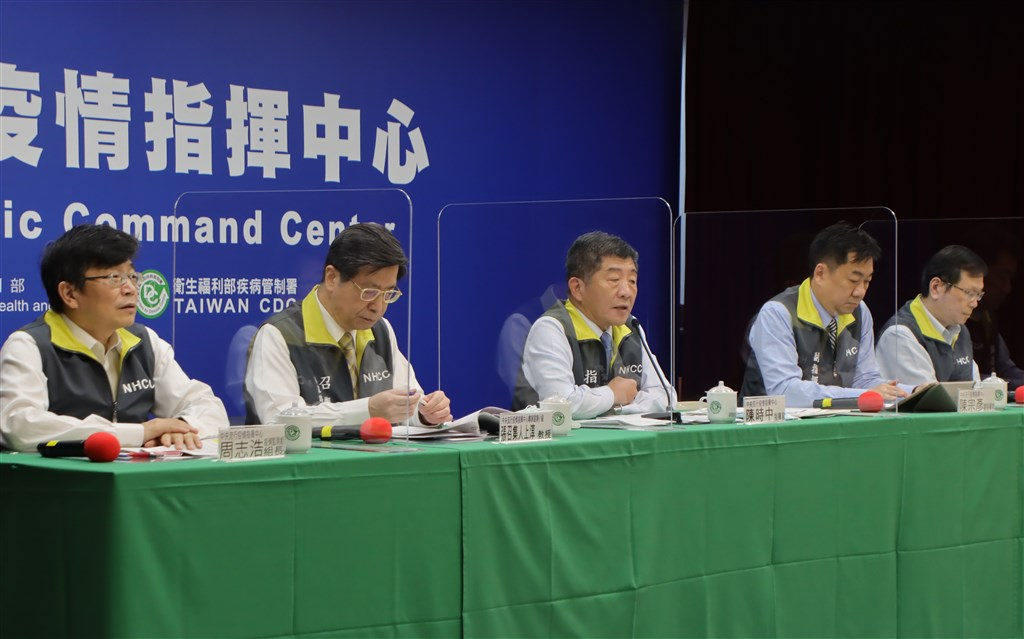 Minister of Health and Welfare Chen Shih-chung (center) hosts the weekly COVID-19 press briefing. Photo courtesy of the CECC