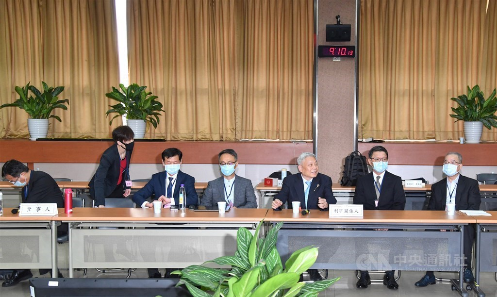 Tsai Eng-meng (third left), head of Want Want China Times Media Group, attends the NCC hearing Monday. CNA photo Oct. 26, 2020