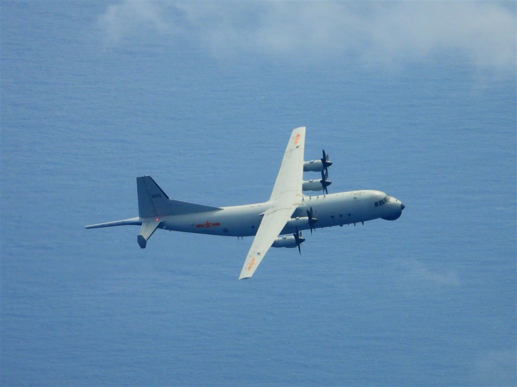 A Chinese military Y-8 anti-submarine plane. File photo courtesy of the Ministry of National Defense