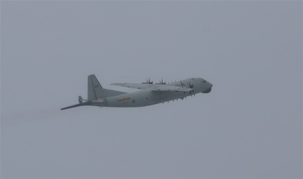 A Chinese military Y-8 anti-submarine plane. Photo courtesy of the Ministry of National Defense
