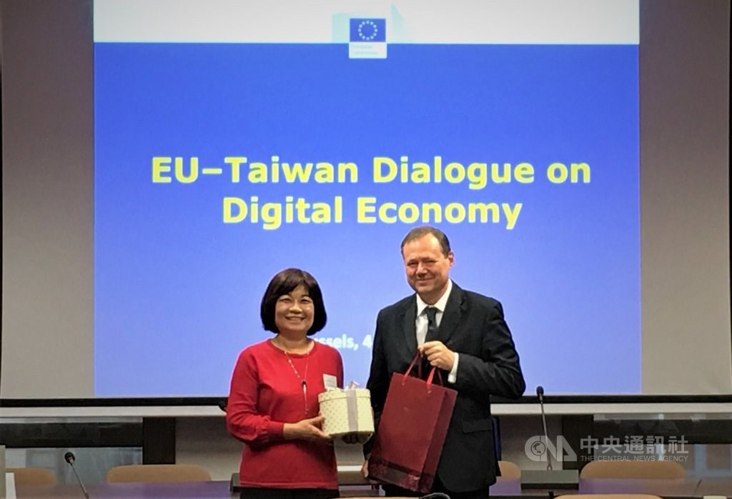 The inaugural E.U.-Taiwan Dialogue on Digital Economy, held in June 2019 when then-NDC Minister Chen Mei-ling (陳美伶, left) met with Roberto Viola, head of the Directorate-General for Communications Networks, Content and Technology at the European Commission in Brussels. Photo courtesy of the NDC