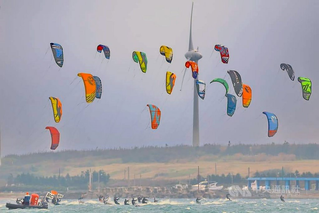 Competitors practice on Thursday. Photo courtesy of the Penghu Sailing Association