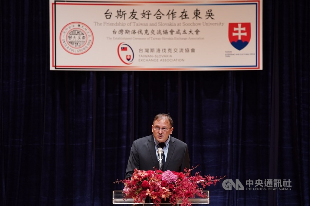 Martin Podstavek, head of the Slovak Economic and Cultural Office, speaks at the founding ceremony of the Taiwan-Slovakia Exchange Association.