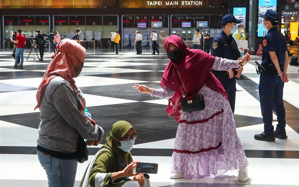 Muslim women gather in Taipei Main Station after this year