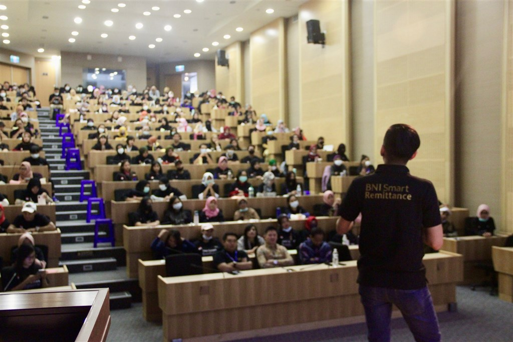 Online business workshop for Indonesian migrant workers / Photo courtesy of BNI