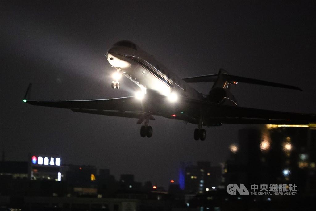 The U.S. plane departs Taipei International Airport (Songshan). CNA photo Nov. 24, 2020