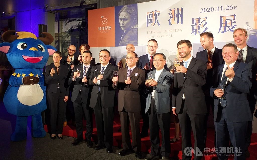 Filip Grzegorzewski (front, second right), head of the European Economic and Trade Office, European and Taiwanese officials at the opening ceremony. CNA photo Nov. 26, 2020
