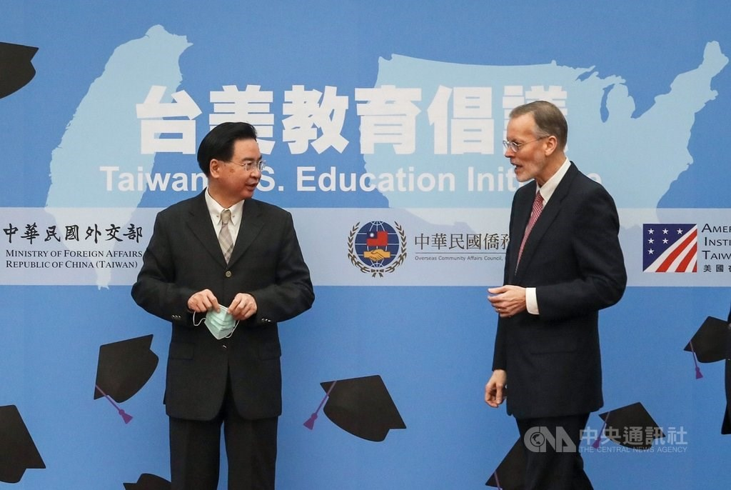 Foreign Minister Joseph Wu (left) and Brent Christensen. CNA photo Dec. 3, 2020