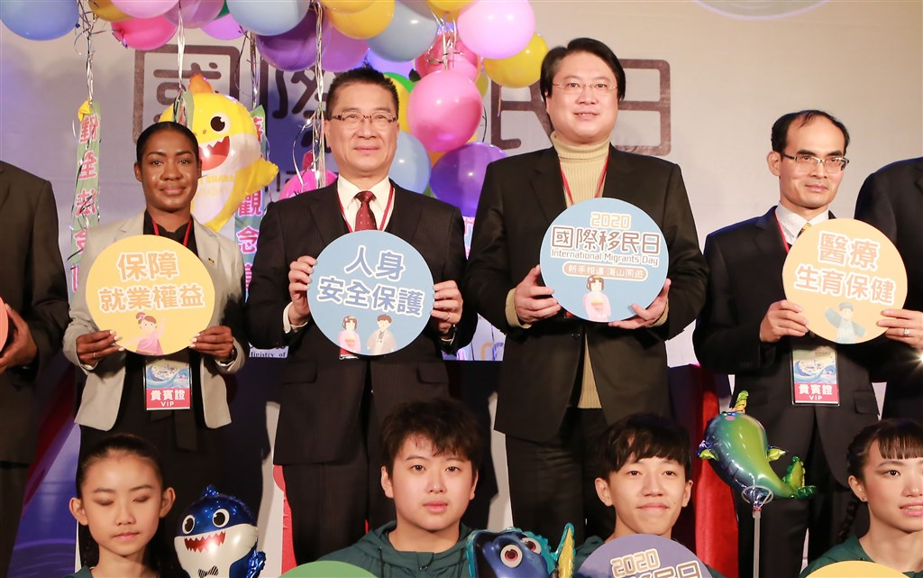 Interior Minister Hsu Kuo-yung (back row, center left). Photo courtesy of Keelung City government