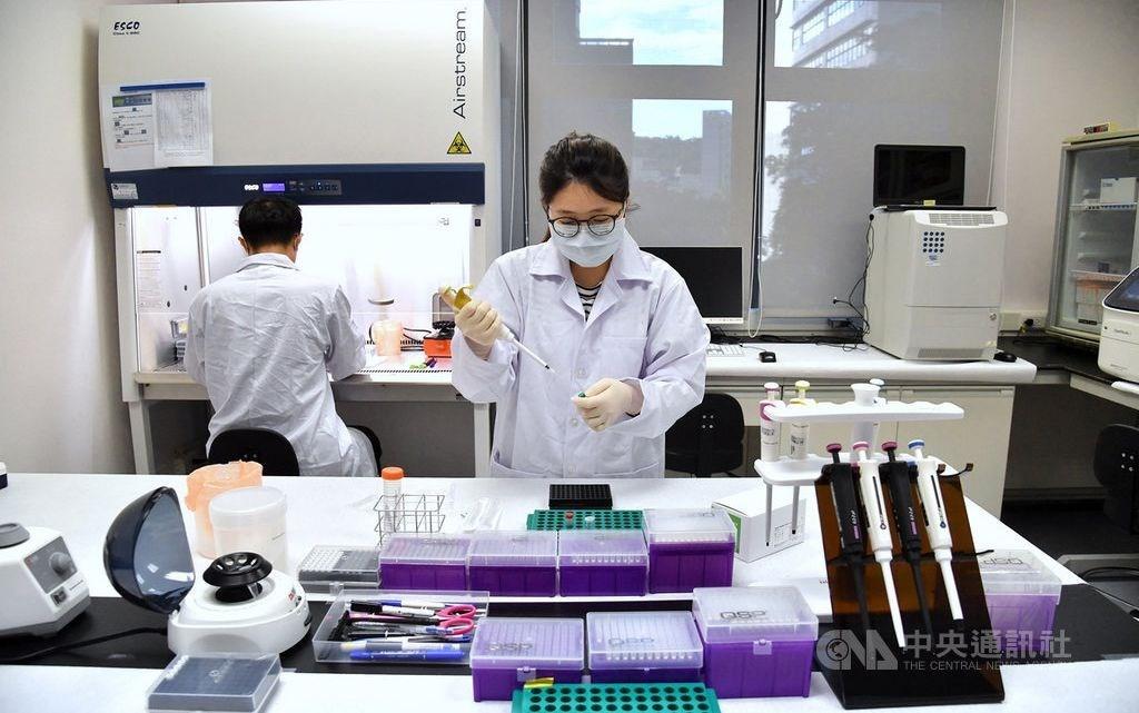 Researchers at Medigen Vaccine Biologics Corp. CNA photo Aug. 30, 2020