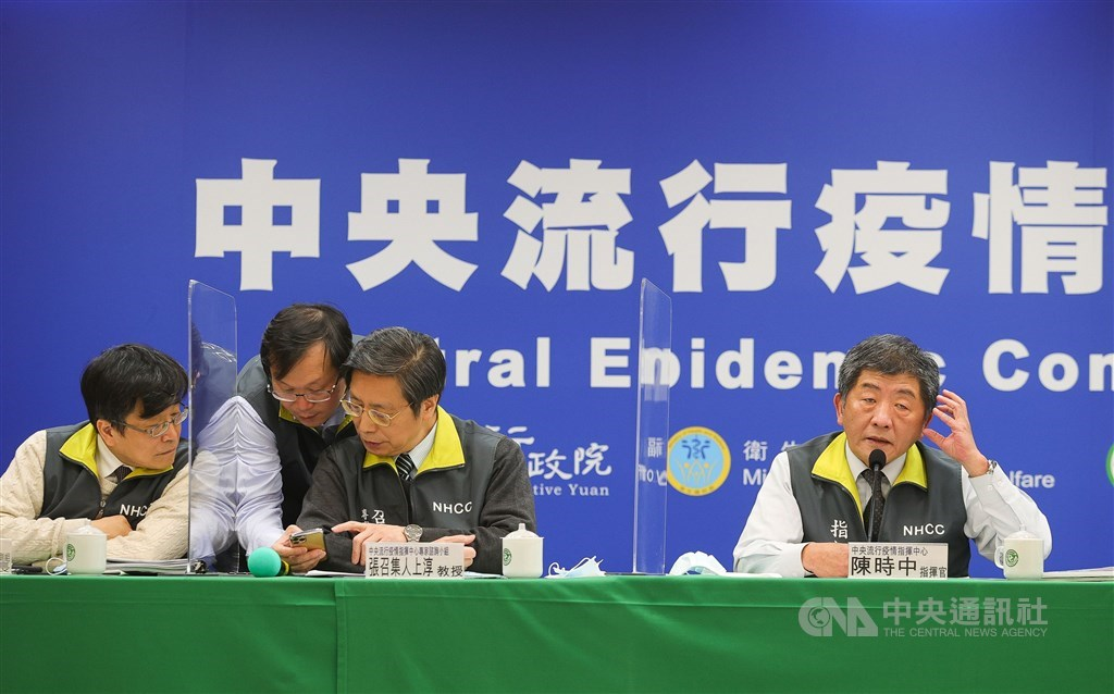 Health Minister Chen Shih-chung (right) hosts Tuesday