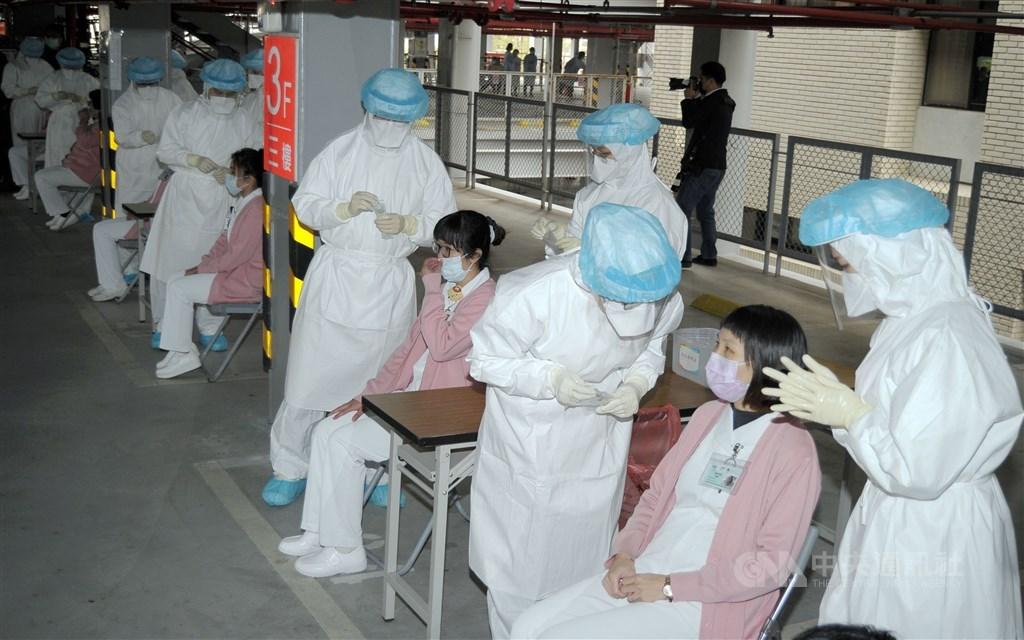 Medical staff at Taoyuan General Hospital. CNA photo Feb. 19, 2021