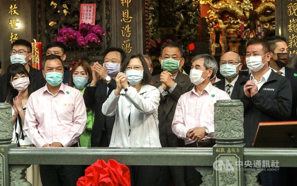 President Tsai Ing-wen (center) wishes people a happy new year when visiting a temple in Taipei. CNA photo Feb. 26, 2021