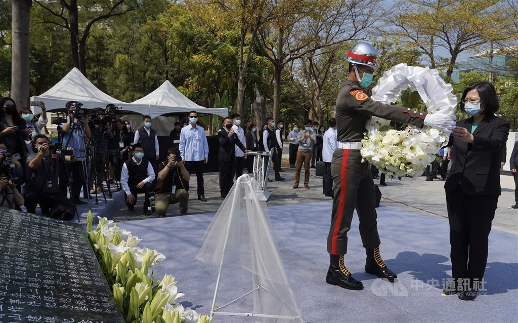 A soldier gives President Tsai Ing-wen a wreath to be laid at the memorial in Kaohsiung. CNA photo Feb. 28, 2021