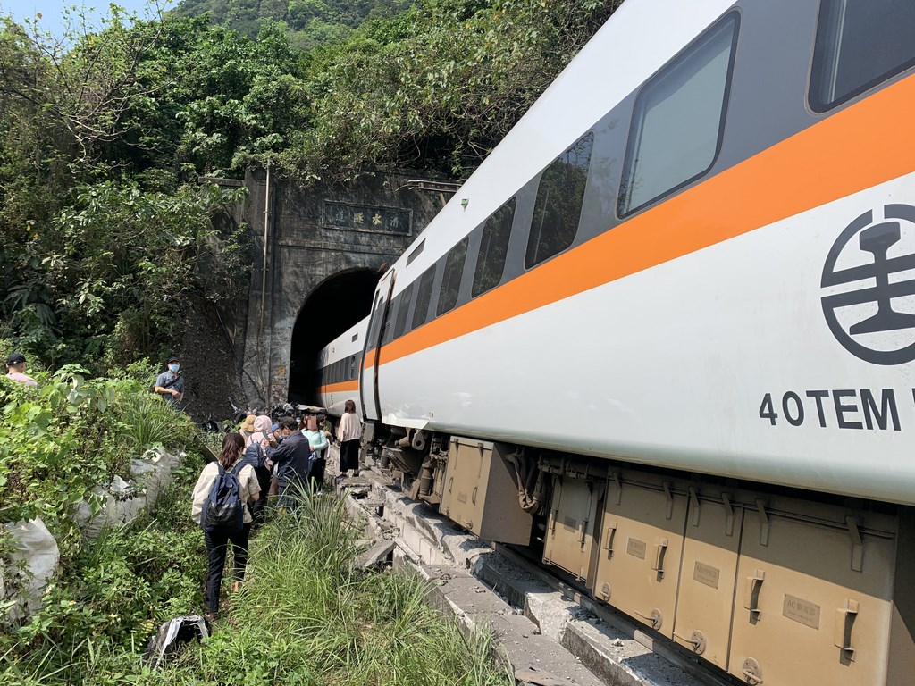 A Taroko Express train carrying about 350 passengers derails in a tunnel in Hualien, eastern Taiwan. CNA photo on April 2