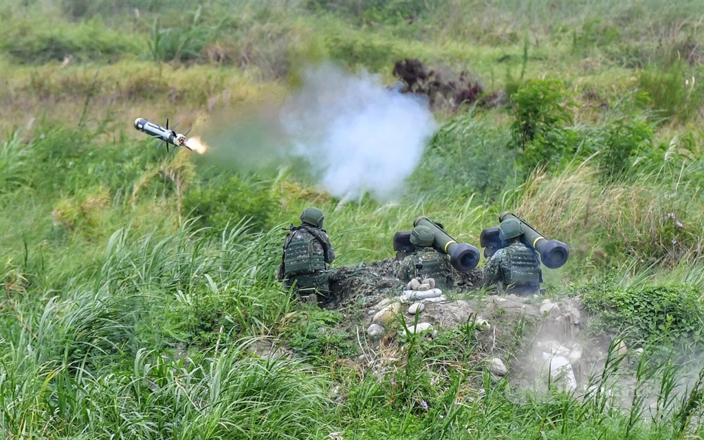 Soldiers launch a missile during the Han Guang exercises in Taichung in 2020. CNA file photo