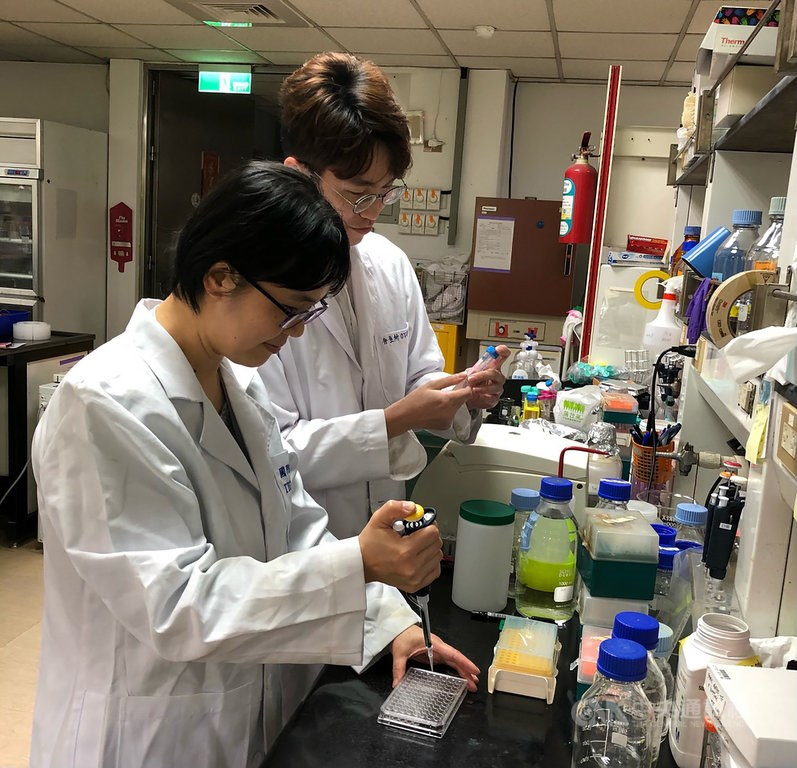 Researchers of the team led by Carmay Lim. Photo courtesy of Academia Sinica