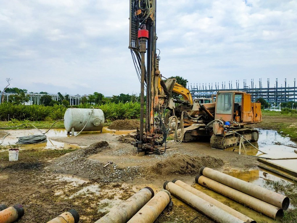 A well being drilled in Taichung. CNA file photo courtesy of the Taichung City government.