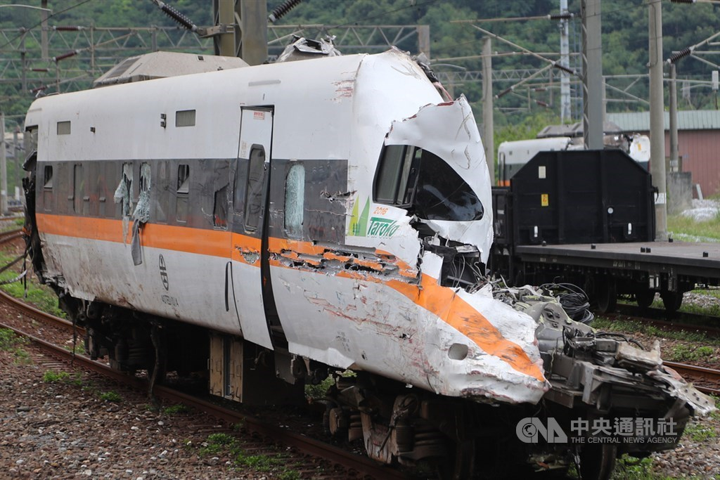 A section of the Taroko Express train that crashed on April 2. The incident prompted the Cabinet to introduce the draft bill. CNA file photo