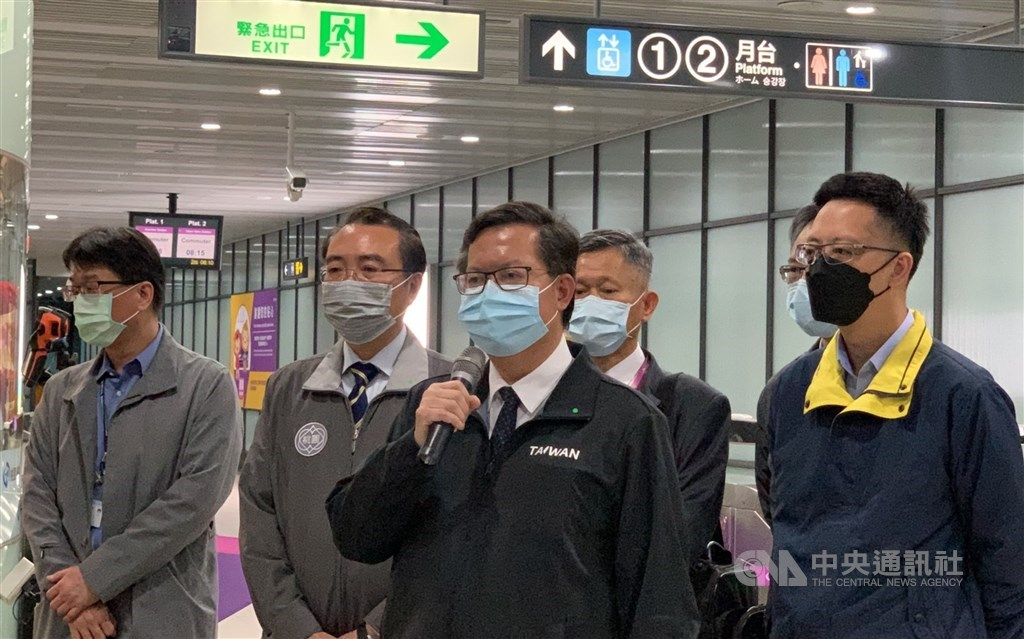 Taoyuan Mayor Cheng Wen-tsan (front, center) at the Taoyuan Airport MRT A14a station. CNA photo April 30, 2021