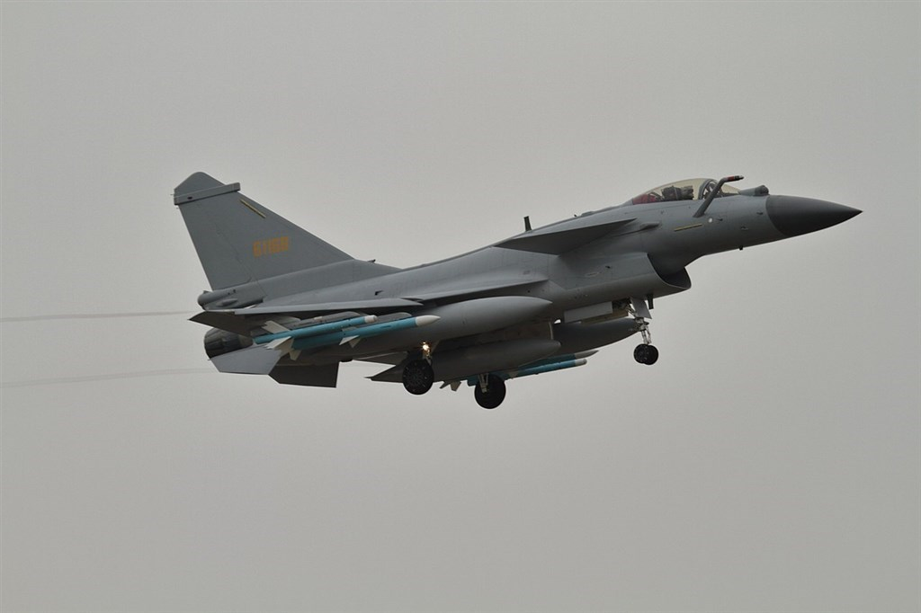 A J-10 fighter. Image from Wikimedia Commons. Alert5,CC BY-SA 4.0