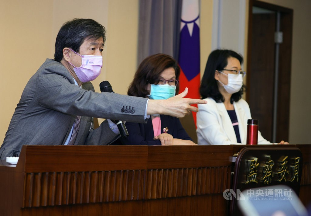 From left to right: Control Yuan members Tsai Chung-yi, Wang Mei-yu and Wang Yu-ling