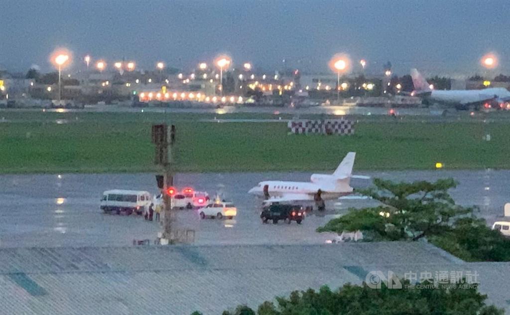 The special medical flight arrives at Taoyuan International Airport Saturday. CNA photo May 8, 2021