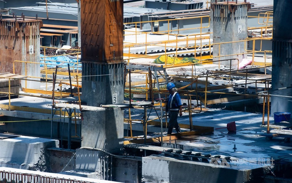 Taiwan mulls plan to allow more migrant hiring in construction