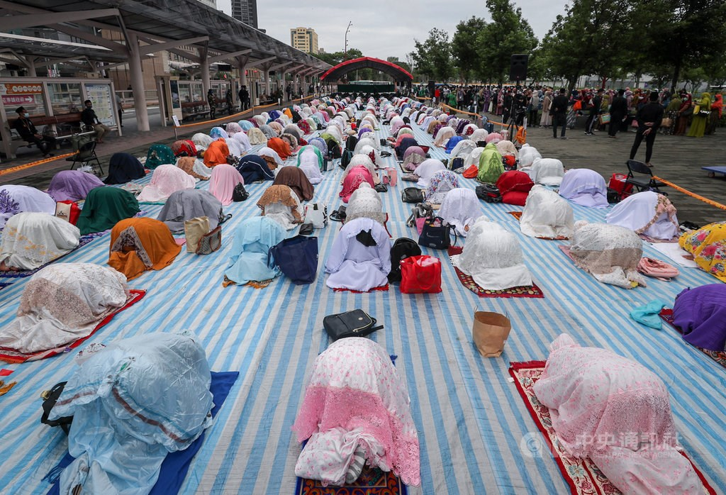 The Eid al-Fitr celebration held outside Taipei Main Station in 2020. CNA file photo