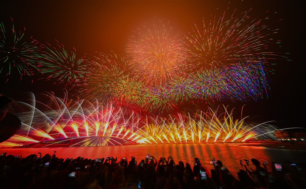 A firework display in Penghu. The local authorities announced on Tuesday its decision to suspend of the ongoing fireworks festival until June 8. Photo courtesy of Penghu County government